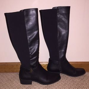 Women's Step 'N Flex Kallumm Boots. $130 value.